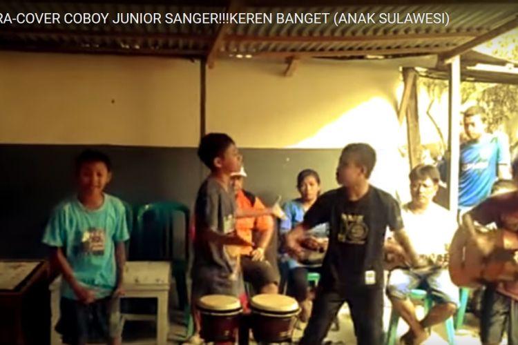Video Spensa Boys menyanyikan lagu Hip Hip Hura yang pernah dipopulerkan almarhum vokalis Chrisye.