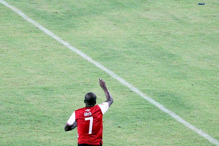 Pemain Madura United bernomor punggung 7, Greg Nwokolo.