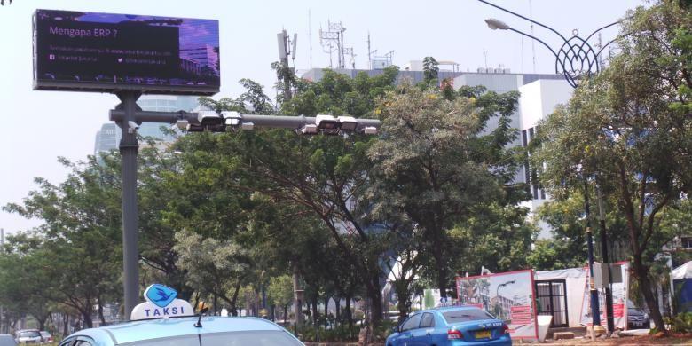 Uji coba Electronic Road Pricing di Jalan Rasuna Said, Jakarta.