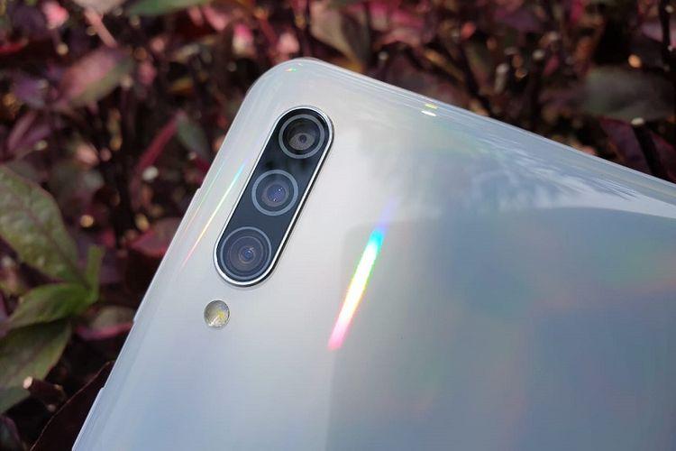 Tiga kamera belakang Galaxy A30s