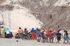 Indonesia's West Kalimantan Gold Mine Landslide Kills Five People