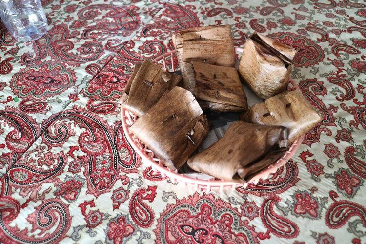 Kuliner khas Kutoarjo, Jawa Tengah, kue lompong. Kue lompong dibuat dari bahan-bahan seperti batang daun talas atau lompong, tepung merang, tepung ketan, dan gula pasir serta dibungkus daun pisang kering. Sementara, isinya dari tumbukan kacang tanah.