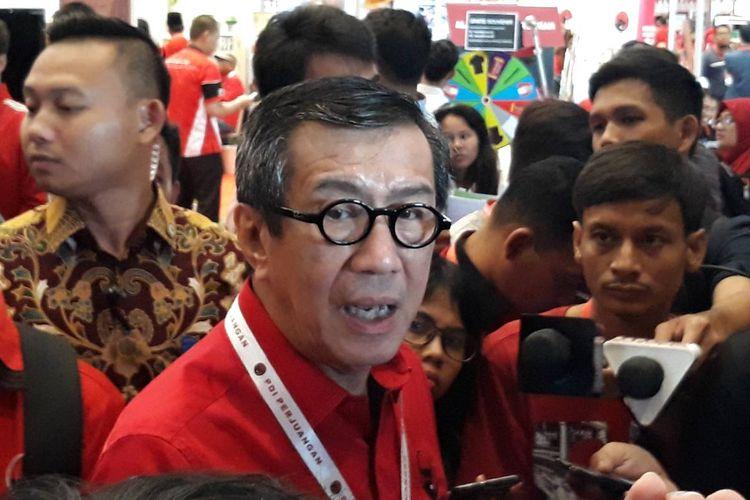 Menteri Hukum dan HAM Yasonna Laoly saat mendatangi pameran rempah-rempah yang digelar di HUT PDI Perjuangan di JIExpo, Kemayoran, Jakarta Pusat, Minggu (12/1/2020).