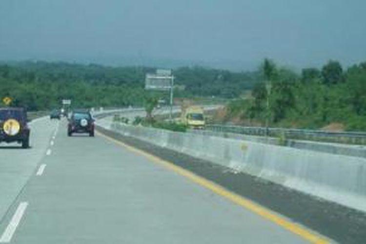 Jalan tol Cipularang (Cikampek-Purwakarta-Padalarang).