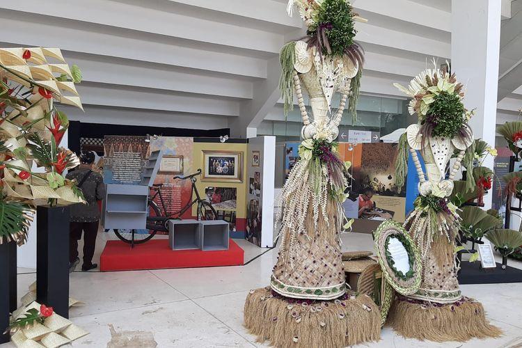 Kerajinan karya seniman Bali yang dipamerkan pada Pekan Kebudayaan Nasional (PKN) dari tanggal 7 sampai 13 Oktober 2019 di Kompleks Istora Gelora Bung Karno, Jakarta.