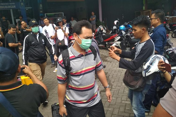 Kantor dinas Perhubungan Kepri yang berada di Jl Raja Haji Fisabilillah Kilometer V atas, Tanjungpinang juga dilakukan penggeledahan oleh KPK, Selasa (23/7/2019).