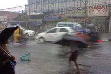 Hujan, Ruas-ruas Jalan di Jakarta Digenangi Air hingga 30 Sentimeter