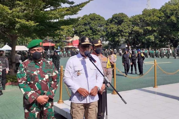 Gubernur Jawa Barat Ridwan kamil tengah melakukan konferensi pers usai apel kegiatan di Mapolda Jabar, Selasa (24/11/2020)