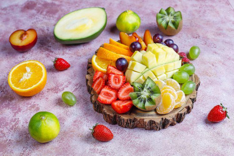 Jangan jadikan jus sebagai satu-satunya sumber sayur dan buah. Makanan segar yang kita konsumsi langsung tidak boleh ditinggalkan meskipun sudah mengonsumsi jus.
