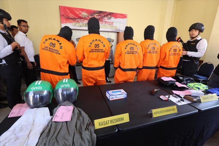 Lima orang komplotan pelaku pencurian kendaraan diamankan di Mapolresta Bogor Kota, Selasa (6/8/2019).