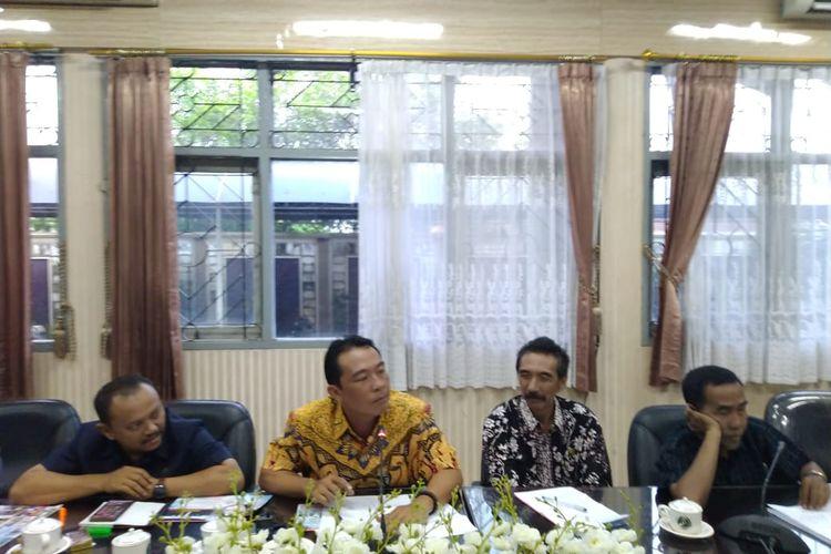 Rapat dengar pendapat  antara komisi D DPRD Jember dengan Dinas Sosial tentang penerima program PKH
