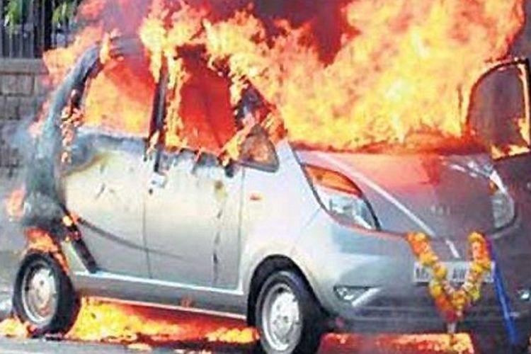 Kejadian Tata Nano terbakar di Mumbai 3 tahun lalu