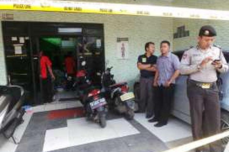 Klinik Masunah tempat parktek bidan di Jalan Cilincing Bhakti VI nomor 14 RT 08/RW06 Jakarta Utara, mendadak digeledah polisi.