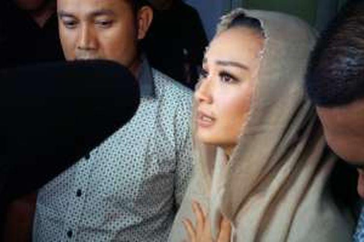 Sesudah tampil dalam sebuah acara layar kaca di gedung Trans TV, kawasan Tendean, Jakarta Selatan, Jumat (17/3/2016) malam, Zaskia Gotik diminta oleh para wartawan untuk memberi penjelasan terkait ia dinilai menghina Pancasila dalam acara Dahsyat di layar kaca RCTI.