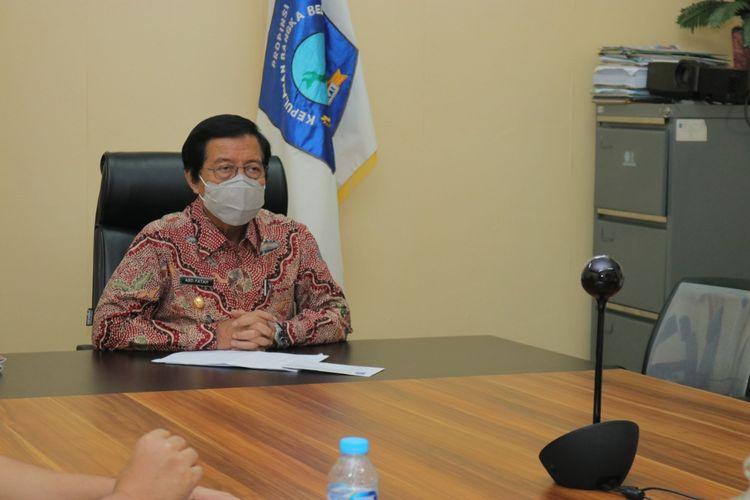 Gubernur Bangka Belitung Abdul Fatah saat menghadiri acara Anugerah Keterbukaan Informasi Publik secara virtual, Rabu (25/11/2020).