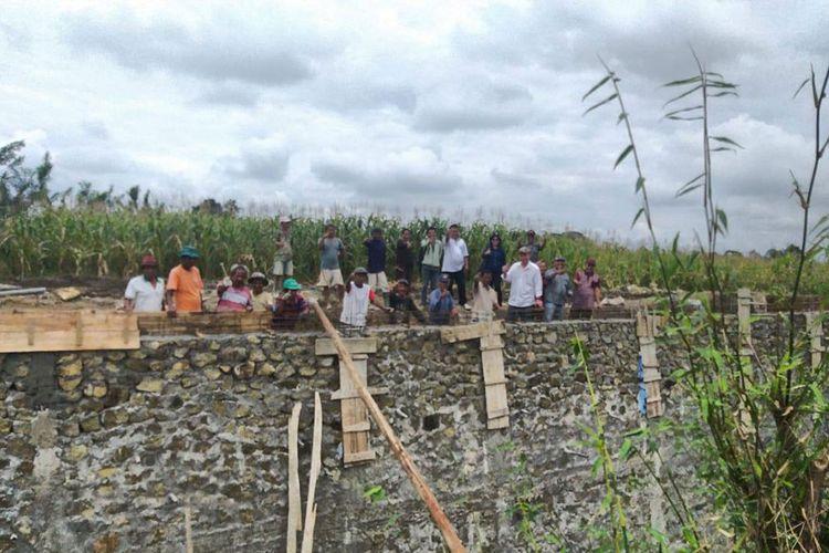 Program Padat Karya Tunai di Simalungun, Sumatera Utara.