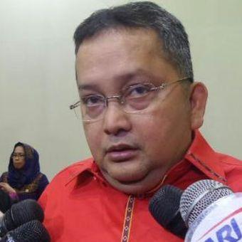Wakil Ketua Komisi III DPR, Trimedya Pandjaitan di Kompleks Parlemen, Senayan, Jakarta, Rabu (21/9/2016)