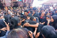 Isak Tangis Iringi Pemakaman Guru Korban Penembakan KKB, Sang Ayah Pingsan