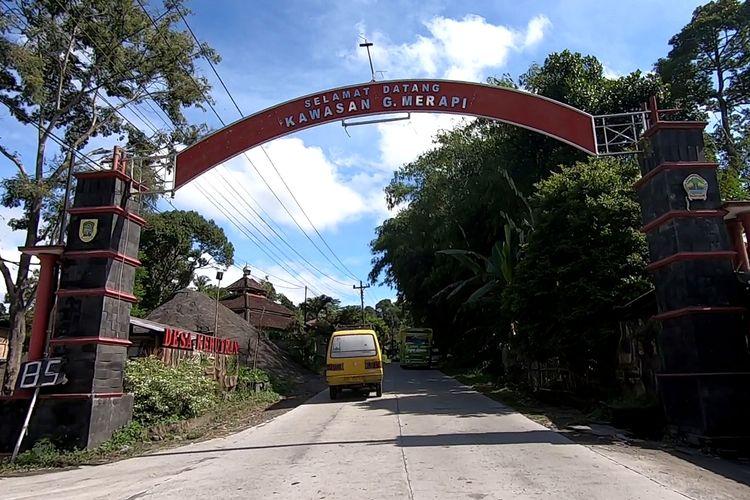 Gapura selamat datang ke Kawasan Gunung Merapi
