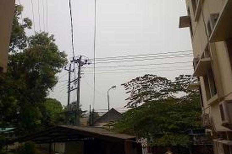 Dari belakang kantor Bupati Semarang, Jl Diponegoro Ungaran ini biasanya Gunung Ungaran terlihat dengan jelas. Namun Jumat (23/10/2015) siang ini tidak nampak karena tertutup kabut.
