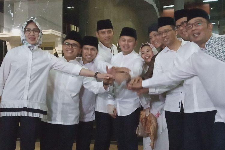 Sejumlah tokoh dan politisi kompak berjabat tangan usai rapat tertutup di acara silaturahmi Bogor untuk Indonesia di Museum Kepresidenan, Gedung Balaikirti, Kota Bogor, Jawa Barat, Rabu (15/5/2019)