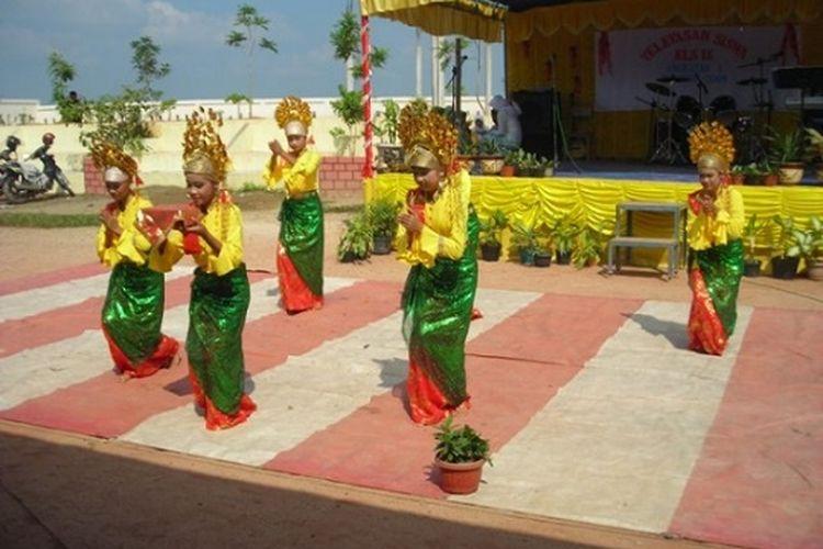 Tari Melinting Provinsi Lampung