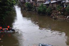 Simulasi Penanggulangan Banjir Jadi Tontonan Warga