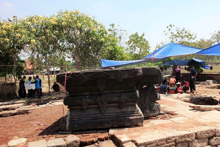 Balai Pelestarian Cagar Budaya (BPCB) Jawa Timur, melakukan ekskavasi di kawasan petilasan Ratu Kerajaan Majapahit Tribhuwana Tunggadewi, di Desa Klinterejo, Kecamatan Sooko, Kabupaten Mojokerto, Jawa Timur, Selasa (20/8/2019).