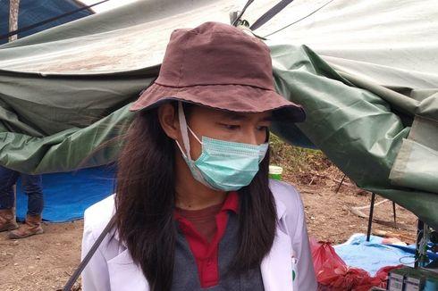 Kisah Doker Rizki, Periksa Kesehatan Petugas Pemadam Karhutla di Tengah Kepungan Asap
