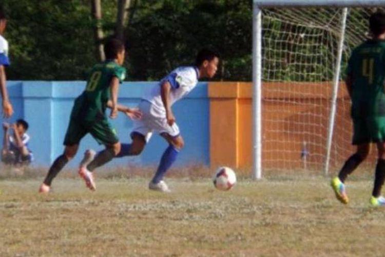 Lima gol bunuh diri warnai laga PSS vs PSIS yang digelar di stadion Ssana Krida Sleman, Minggu 26 Oktober 2014.