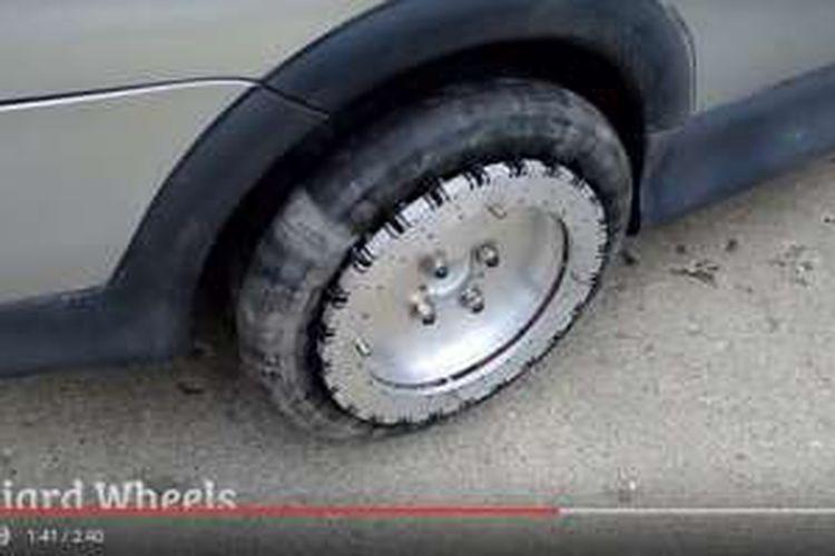 Ban mobil Liddiard Wheel, yang bisa menggerakkan mobil ke segala arah.
