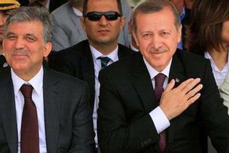 Presiden Turki Abdullah Gul (kiri) dan PM Recep Tayyip Erdogan sedang menghadapi unjuk rasa terbesar yang pernah dilami Turki dalam sepuluh tahun terakhir.