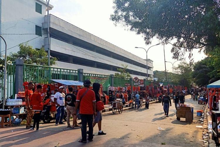 Suasana area Stadion Patriot Candrabhaga, Kota Bekasi saat pertandingan Persija melawan PSIS Semarang, Minggu (15/9/2019).