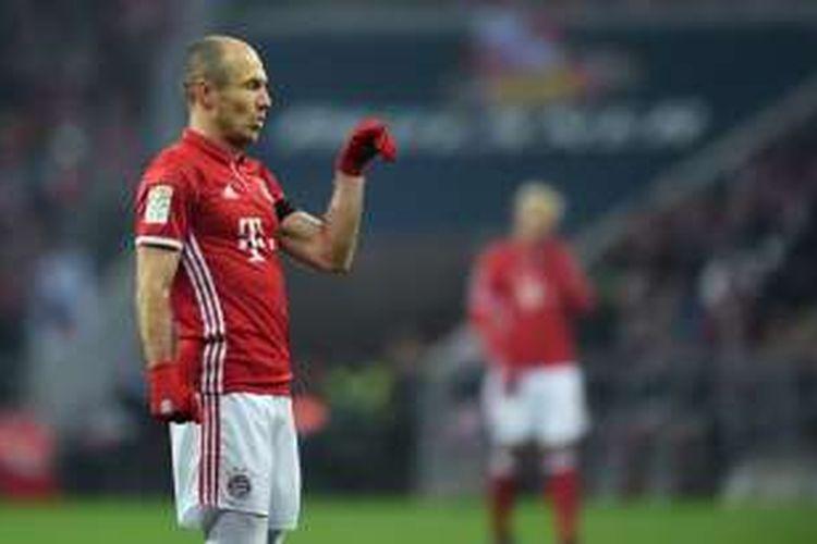 Ekspresi pemain Bayern Muenchen, Arjen Robben, saat tampil pada laga Bundesliga kontra RB Leipzig, di Allianz Arena, 21 Desember 2016.