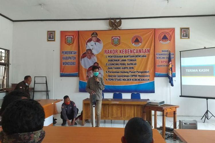 Presentasi EWS yang dirancang mahasiswa Jurusan Fisika Unsoed Purwokerto di BPBD Wonosobo, Jawa Tengah.