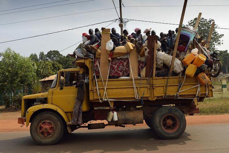 Beginilah kondisi angkutan pedesaan di Republik Afrika Tengah (CAR) setiap hari jika mereka bepergian, termasuk ke pasar. Truk selalu dijejali penumpang dan barang dengan tanpa mempedulikan keselamatan.