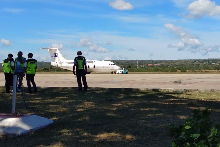 Jenazah Bupati Ende Marselinus YW Petu diberangkatkan dari Bandara El Tari Kupang menuju Kabupaten Ende, dengan menggunakan pesawat pribadi milik Gubernur NTT Viktor Bungtilu Laiskodat, Minggu (26/5/2019)