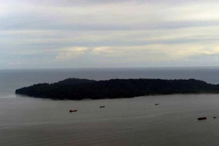 Pulau Nusakambangan, Cilacap, dilihat dari udara, Rabu (4/3/2015).