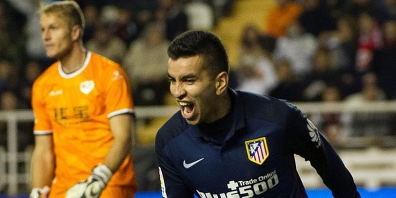 Angel Correa merayakan gol Atletico Madrid ke gawang Rayo Vallecano di Vallecas, Rabu (30/12/2015).