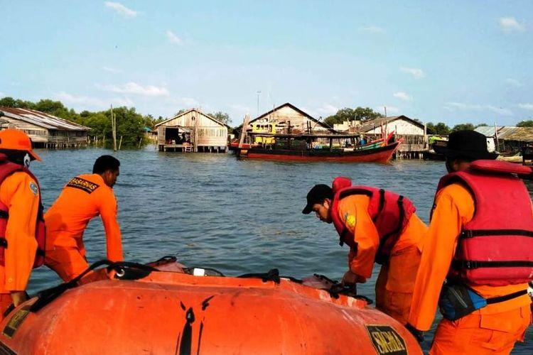 SAR Tanjungbalai melakukan pencarian terhadap para awak KM Wingston yang tenggelam setelah mengalami kebocoran pada lambung kapal, Sabtu (25/1/2020)