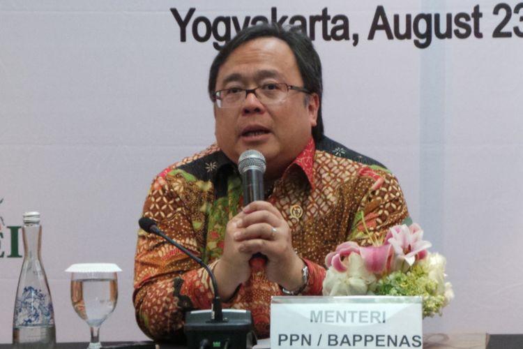 Menteri Perencanaan Pembangunan Nasional atau Kepala Bappenas Bambang Brodjonegoro seusai menyampaikan Keynote Speech di 2nd Annual Islamic Finance Conference, di Hotel Ambarrukmo, Yogyakarta, Kamis (24/8/2017).