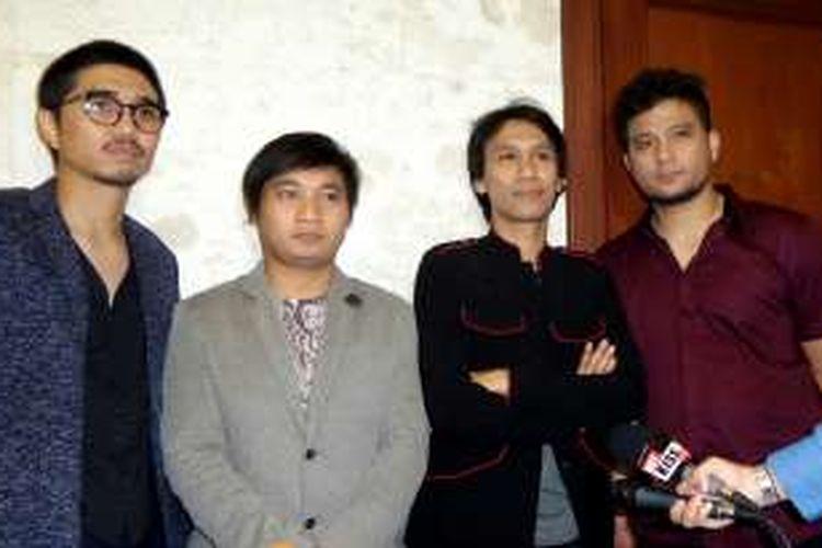 Grup band Sheila on 7 saat diabadikan di Jakarta Convention Centre, Senayan, Jakarta, Rabu (11/1/2017).