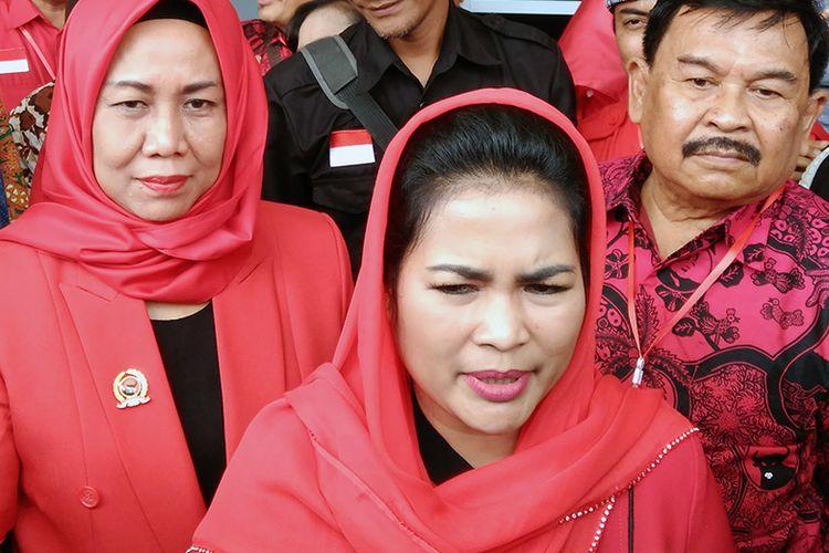 Puti Guntur Soekarno saat memberikan penjelasan kepada wartawan di Gresik.