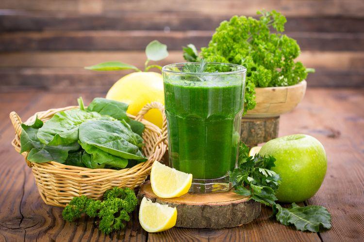 Ilustrasi jus perpaduan buah dan sayur.