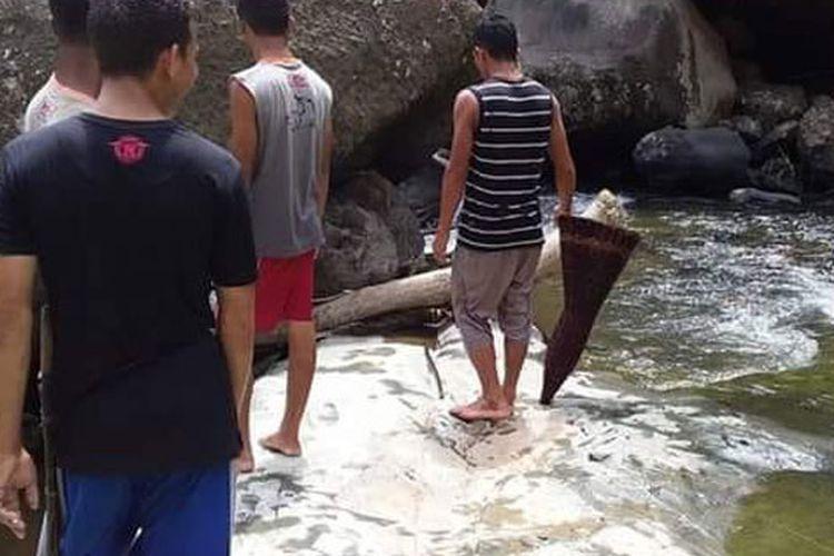 Tradisi Deko Ipung Le Sempe merupakan tradisi warga Kolang, Kecamatan Kuwus, Kabupaten Manggarai Barat, Flores, Nusa Tenggara Timur yang tetap lestari.