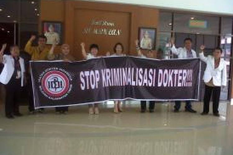 IDI Kaltim tengah menggelar aksi menolak kriminalisasi dokter atas kejadian yang menimpa dokter Ayu