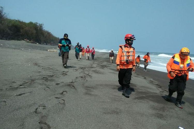 Tim SAR Gabungan Melakukan Pencarian Korban Hilang Pantai Goa Cemara, Bantul, Minggu (9/8/2020)