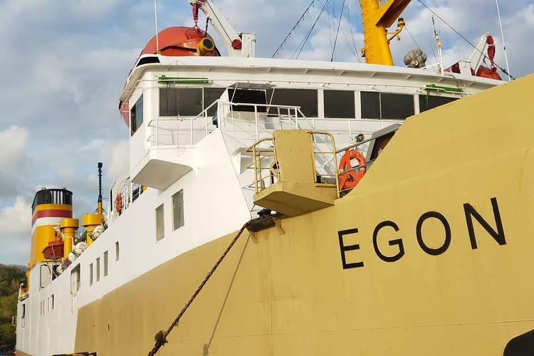 KM Egon telah tiba di Pelabuhan Lembar, Lombok Barat, Sabtu sore dari Surabaya, dan Minggu dini hari telah berlayar menuju Waingapu NTT.