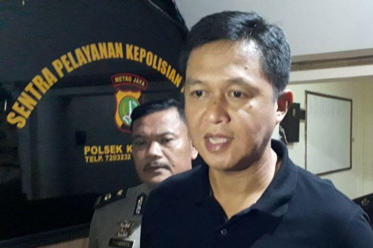 Kapolres Metro Jakarta Selatan Komisaris Besar Iwan Kurniawan  saat berada diMapolsek Metro Kebayoran Lama, Jakarta Selatan, Minggu (8/10/2017).