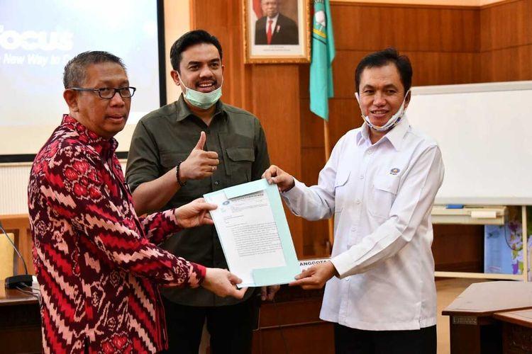 Gubernur Kalbar Sutarmidji menerima kunjungan kerja Kepala BPH Migas M. Fanshurullah Asa dan Anggota Komisi VII DPR RI Maman Abdurahman, Kamis (30/7/2020). Salah satu agenda yang dibahas adalah terkait kelangkaan gas elpiji 3 kg.